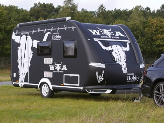 Ebay versteigert einen Hobby-Caravan im W:O:A-Look. © spothits/Hobby
