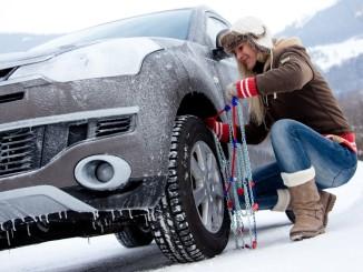 Ratgeber: Schneeketten aufziehen. © spothits/ADAC