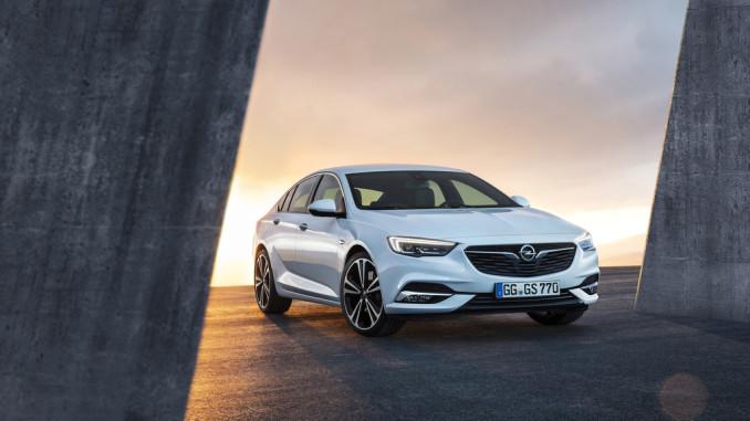 Genf 2017: Vorhang auf für den Opel Insignia Grand Sport. © spothits/Opel