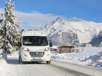 Vom Caravan auf die Ski – Winter-Camping in Bayern. © spothits/Fotolia/travel3000