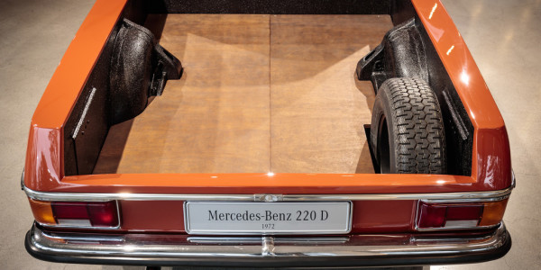 Mercedes-Benz 220 D Pick-up aus argentinischer Fertiogung (1972–1976). Foto: spothits/ampnet/Daimler