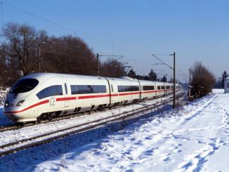 ICE im Winter. Foto: spothits/ampnet/Deutsche Bahn
