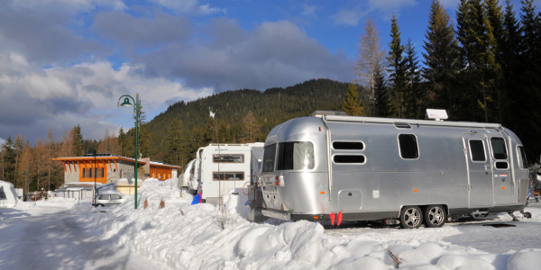 Camping im Winter. Foto: spothits/ampnet/Airstream