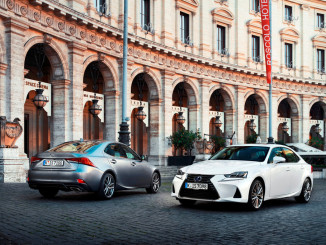 Lexus IS 300h (r.) Lexus IS 200t. Foto: spothits/ampnet/Lexus
