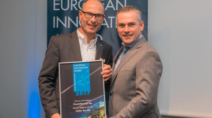 Bernd Wuschack, Geschäftsführer Malibu (l.) und Martin Vogt, Chefredakteur Fachzeitschrift Reisemobil International. Foto: spothits/Carthago