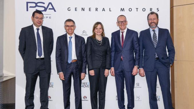 Pressekonferenz in Paris: Mit dem Finanzchef von PSA, Jean-Baptiste De Chatillon, PSA Group CEO Carlos Tavares, GM CEO Mary Barra, Opel-Chef Dr. Karl-Thomas Neumann und GM President Dan Ammann (von links). Foto: spothits/Opel