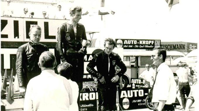 Siegerehrung. Foto: spothits/Historische Motorräder