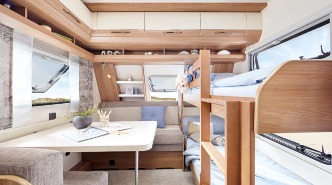 Hobby De Luxe 515 UHK: Mit Hubbett im Caravan sieben Schlafplätze. Foto: spothits/Hobby