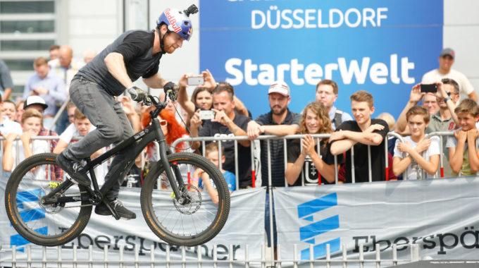 Danny MacAskill faszinierte die Besucher mit seiner spektakulären Bike-Show. Foto: spothits/Messe Düsseldorf/Constanze Tillmann