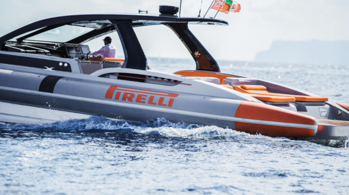 Pirelli 1900: Festrumpfschlauchboot mit 2×800 PS. Foto: spothits/Pirelli