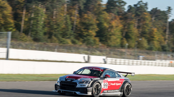 Philip Ellis gewinnt den Audi Sport TT Cup 2017. Foto: spothits/Michael Kogel