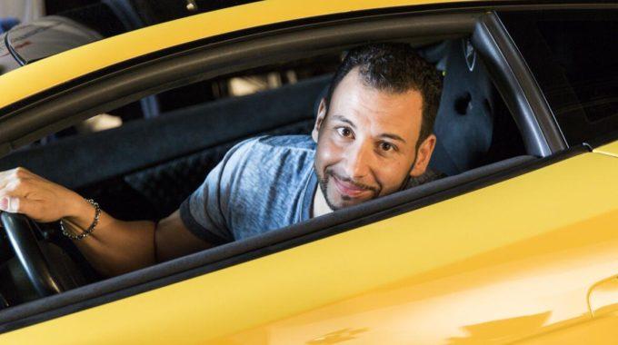 """Mit einem sportlichen Italiener durch NRW: Ghassan aus Wipperfürth kommt in einem Lamborghini Gallardo LP 520 aus dem Jahr 2006 vorgefahren. """"Seit meiner Kindheit haben es mir italienische Sportwagen angetan"""", schwärmt der 37-Jährige. Foto: spothits/Nigrin"""