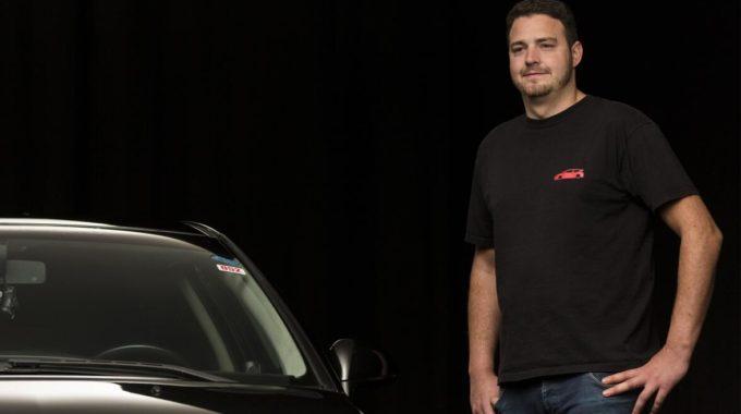 """Mit dem französischen Erbstück durch Niedersachsen: Helge (29) aus Springe kann ein Citroën C4 Coupé aus dem Jahr 2005 sein Eigen nennen: """"Ich fühle mich mit dem Auto emotional stark verbunden, da es ein Erbstück von meiner Oma ist."""" Foto: spothits/Nigrin"""
