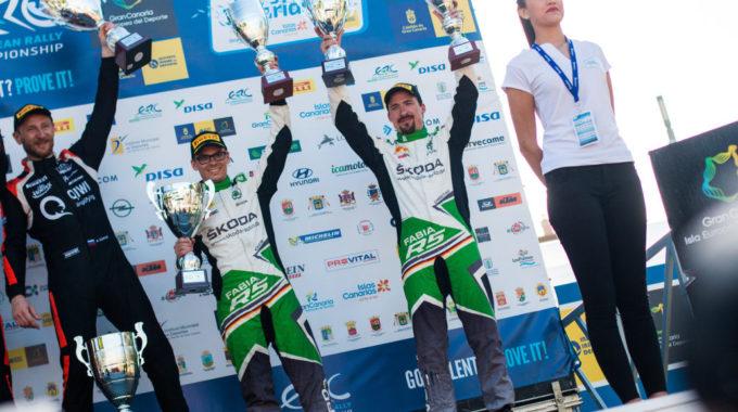 Das Skoda Auto Deutschland Duo Fabian Kreim/Frank Christian (D/D) feiert auf Gran Canaria den ersten gemeinsamen Podestplatz in der FIA Rallye-Europameisterschaft (ERC). Links daneben: Rallye-Gesamtsieger Alexey Lukyanuk (Russland). Foto: spothits/Skoda