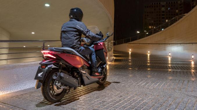 Honda Forza 125 rollt ab 5.390 Euro zum Händler. Foto: spothits/Honda