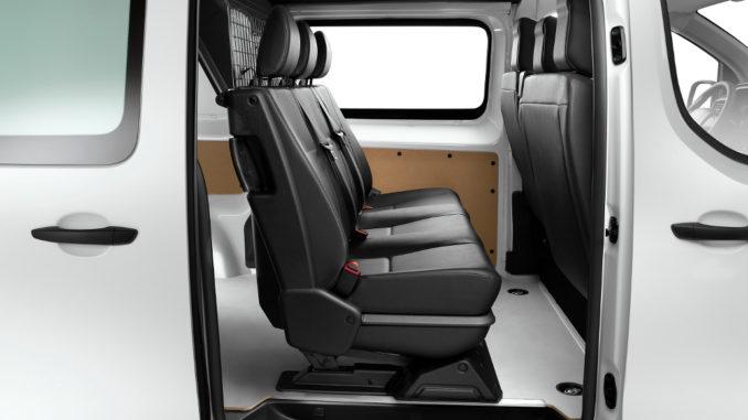 Citroen Jumpy und Peugeot Expert mit klappbarer zweiter Sitzreihe. Foto: spothits/Peugeot